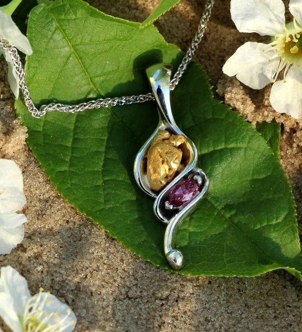 Rhodolite Garnet and Alaskan Gold Nugget Pendant