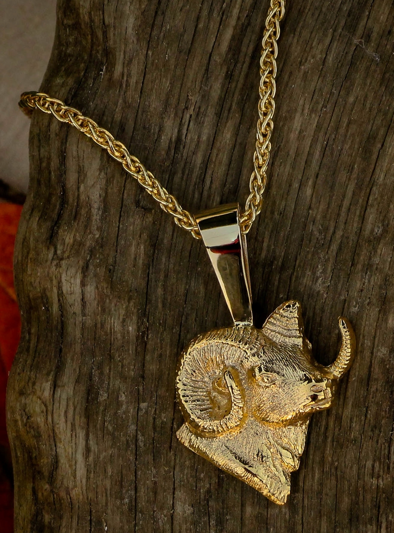 Ram Pendant in 14 kt yellow gold